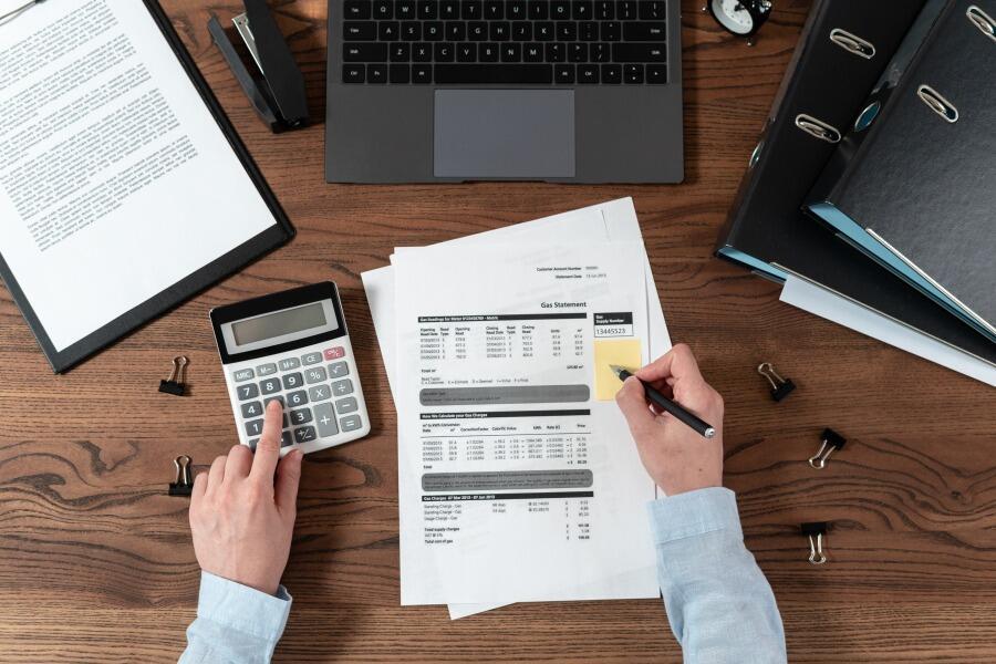 経費精算とは?紙やExcelによる管理の問題点と経費精算システムのメリットについて解説