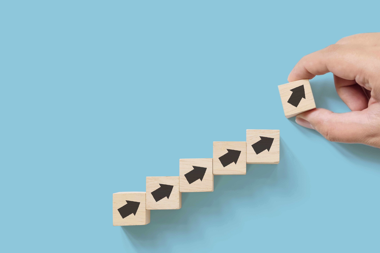 労働生産性向上の5つのステップ〜計算方法から見直しのポイントまで〜